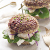 Rice Burger di riso rosso integrale con filetto di gallinella e yogurt greco